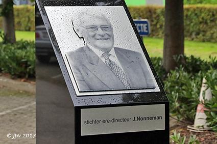 Inhuldiging gedenkteken voor eredirecteur de heer Jacques Nonneman