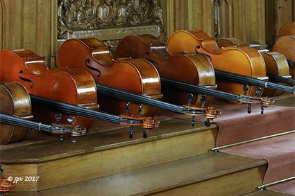 Leerlingen viool, altviool en cello brengen hemelse klanken in de kapel van het klooster