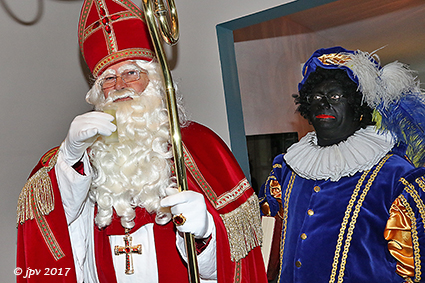 Sint doet huisbezoek in Vlierstraat