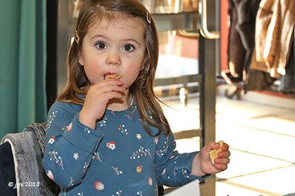 Samen genieten van pannenkoeken in ´t Fonteintje