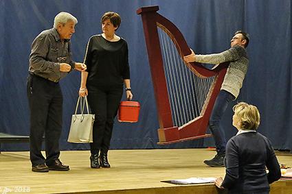 De Royerheikes spelen met Giedo en de harp