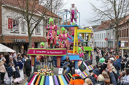 """CV De Feestbeeste"" wint 17de Internationale Carnavalstoet"