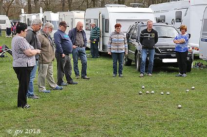 Vlaamse Kampeertoeristen verzamelen aan OC Rooierheide