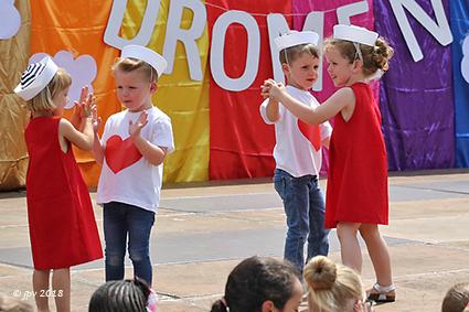 Cosmogolem en kinderen van gem. basisschool blijven dromen