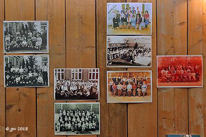 Jongens en meisjes van de Expo 58 vieren feest