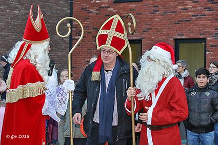 Paashaas en Kerstman vieren mee met feest van de Sint