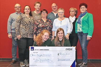 De Royerheikes steunen Chiro meisjes Rooierheide met 700,00 €