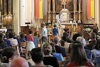Eerste communie Gemeentelijke Basisschool en VBS Rooierheide