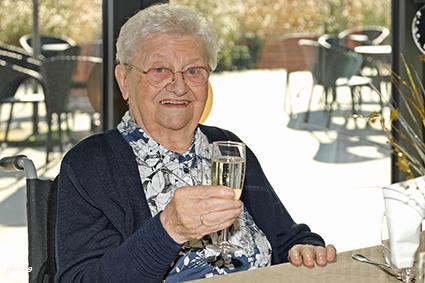 100 kaarsjes voor zr. Marie-Cécile Dubois in WZC Ter Rooierheide