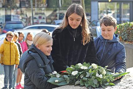 Leerlingen 6de leerjaar PAleiS brengen hulde aan gesneuvelden