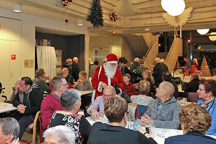 Kerstmarkt en kerstrozen bij WCZ De Visserij