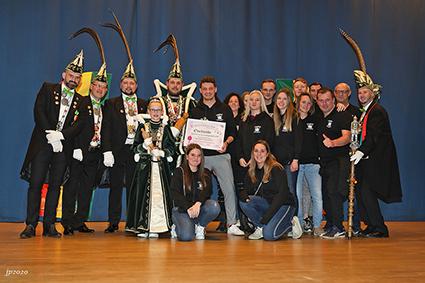 Orde van de Teutonische Ridders huldigt winnaar praalwagenstoet 2019