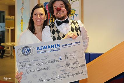 Kiwanis Diepenbeek Vrijheerlijckheid steunt jaarwerking Cliniclowns in Jessa Ziekenhuis.