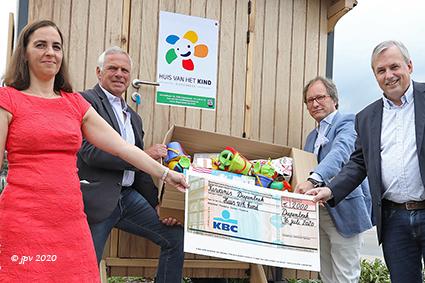 Kiwanis Diepenbeek schenkt spelmateriaal aan het  Huis van het Kind