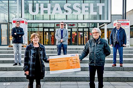 Live a Life overhandigt 14.500 euro aan kankeronderzoek UHasselt-Jessa-ZOL